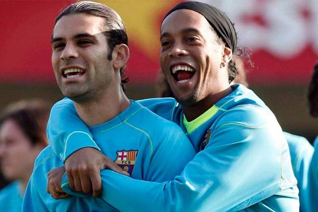 Rafael Márquez y Ronaldinho durante un entrenamiento del Barcelona